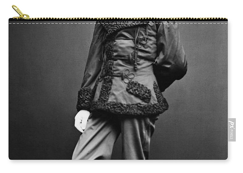 1865 Carry-all Pouch featuring the photograph Civil War: Union Soldier by Granger
