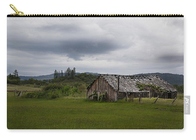 Barn Carry-all Pouch featuring the photograph Barn Near Shady Cove by Mick Anderson