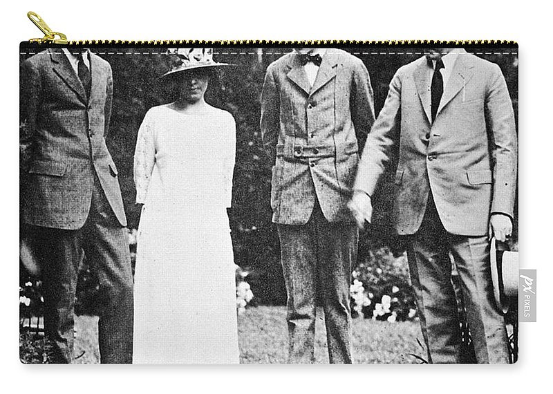 1923 Carry-all Pouch featuring the photograph Calvin Coolidge & Family by Granger
