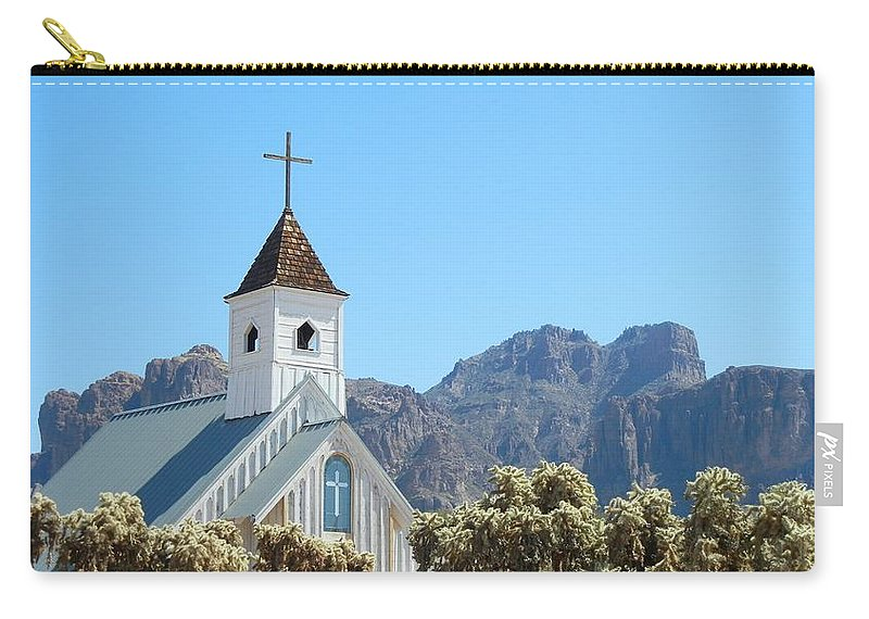Elvis Memorial Chapel Carry-all Pouch featuring the photograph Chapel In Superstitions by Penny Meyers