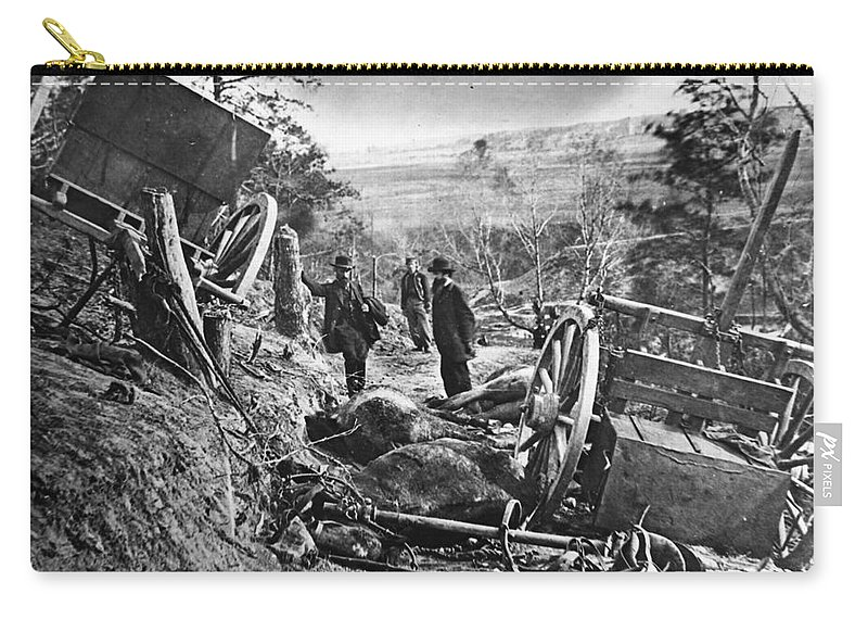 1860s Carry-all Pouch featuring the photograph Civil War: Battlefield by Granger