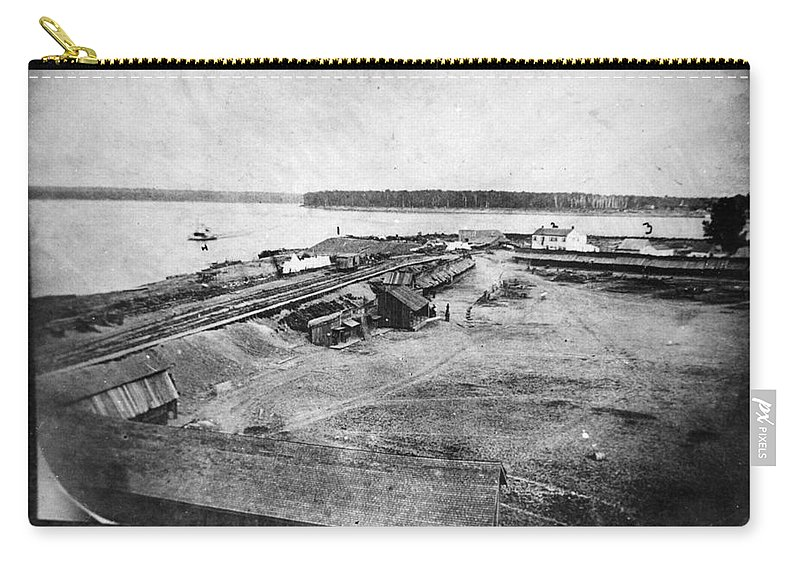1861 Carry-all Pouch featuring the photograph Civil War: Fort Defiance by Granger