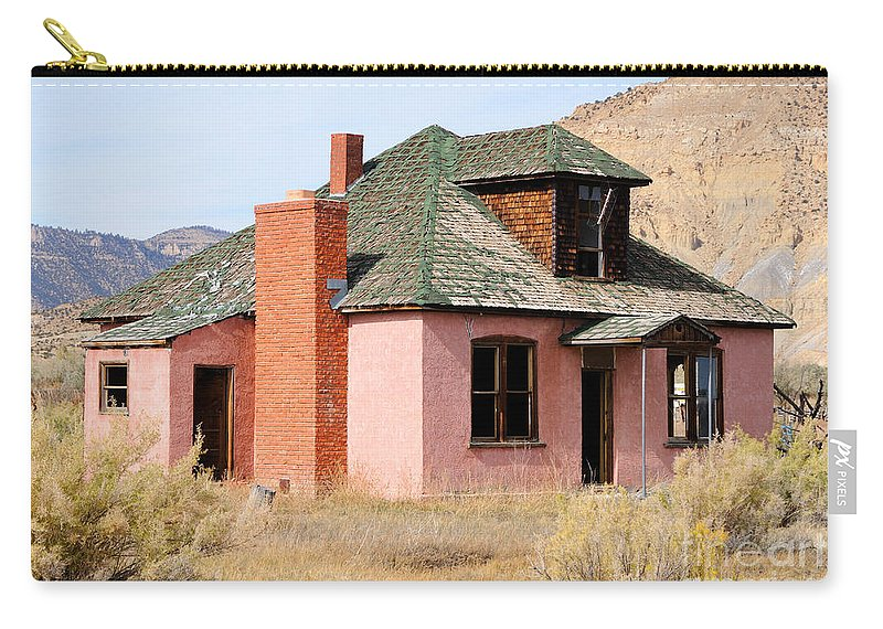 Abandon Carry-all Pouch featuring the photograph Colorful Abandoned Home In Dying Farm Town by Gary Whitton