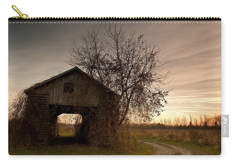 Farm Carry-all Pouch featuring the photograph Corn Crib by Cale Best