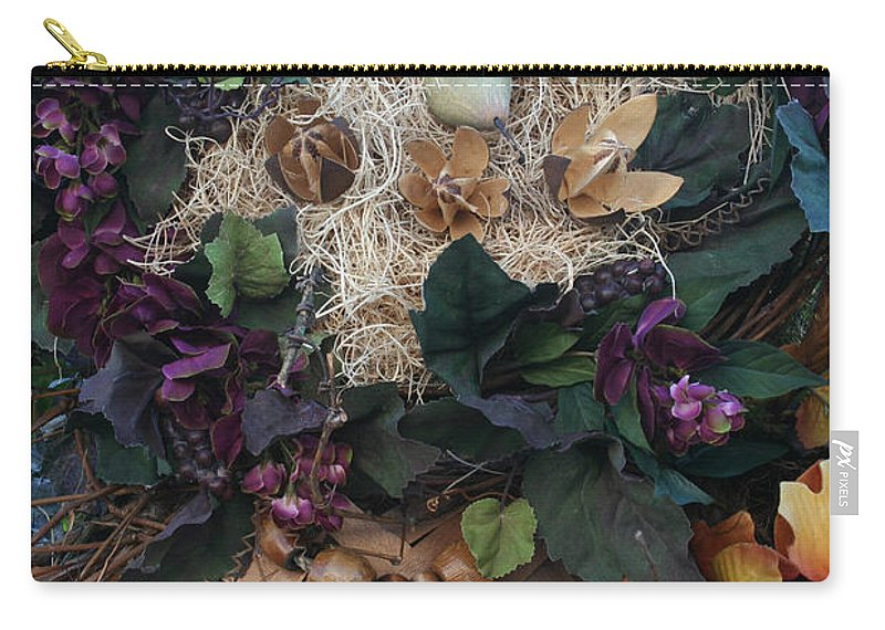 Fall Carry-all Pouch featuring the photograph Daisy Eyes by Susan Herber