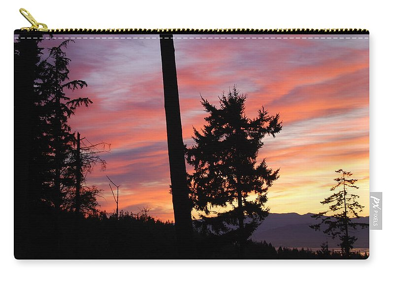 Sunrise Carry-all Pouch featuring the photograph Daybreak On The Island by Michael Merry