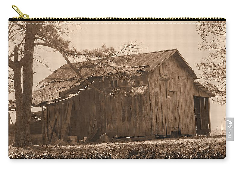 Barn Carry-all Pouch featuring the photograph Hanging In There by Karen Wagner