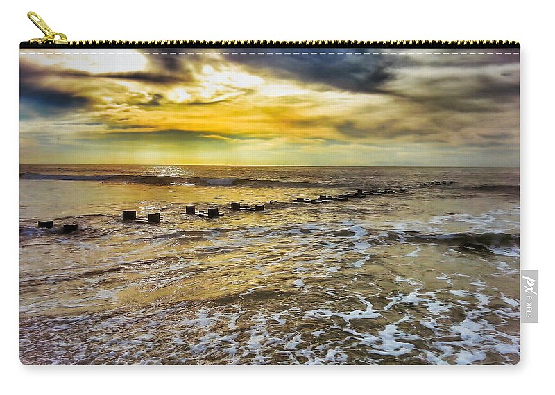 Ocean Carry-all Pouch featuring the photograph Horizons Edge by Scott Wyatt