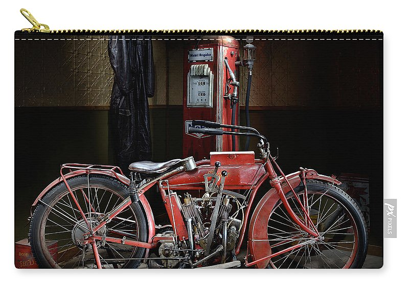 Indian Carry-all Pouch featuring the photograph Indian Hedstrom by Frank Kletschkus
