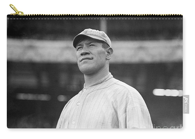 1913 Carry-all Pouch featuring the photograph Jim Thorpe (1888-1953) by Granger