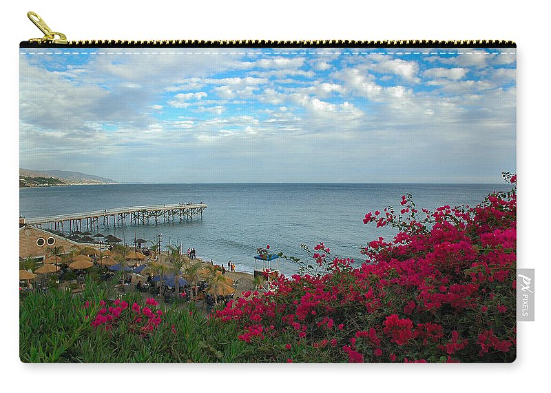 Pt Dume Carry-all Pouch featuring the photograph Malibu Beauty by Lynn Bauer