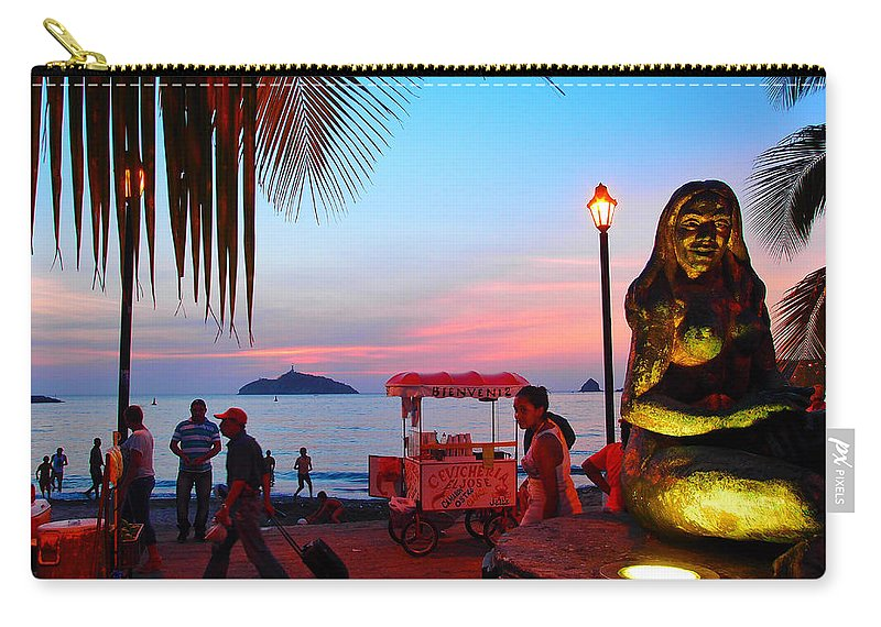 Mujer Del Mar Carry-all Pouch featuring the photograph Mujer Del Mar by Skip Hunt