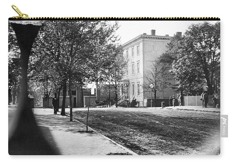 1865 Carry-all Pouch featuring the photograph Richmond: Davis Home, 1865 by Granger