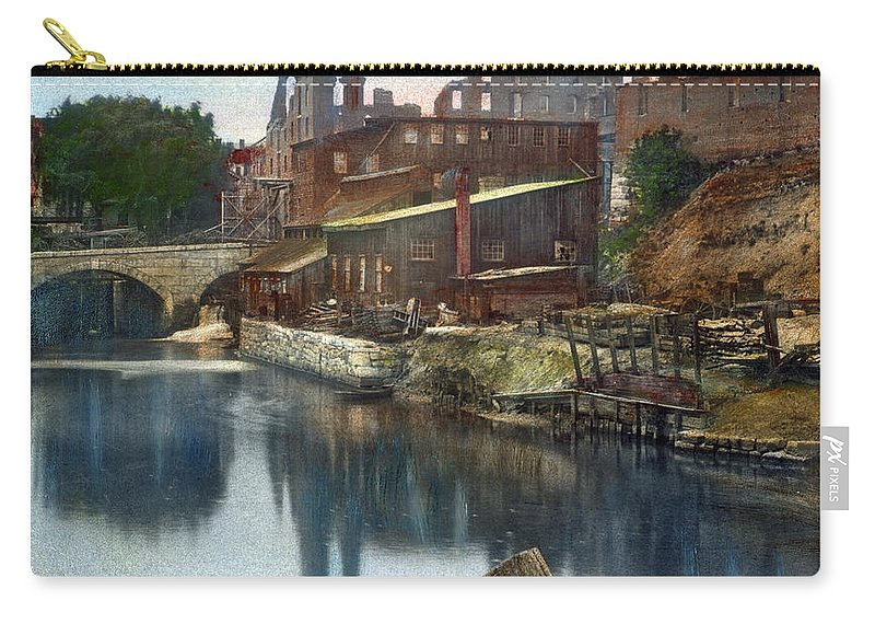 1865 Carry-all Pouch featuring the photograph Richmond In Ruins, 1865 by Granger