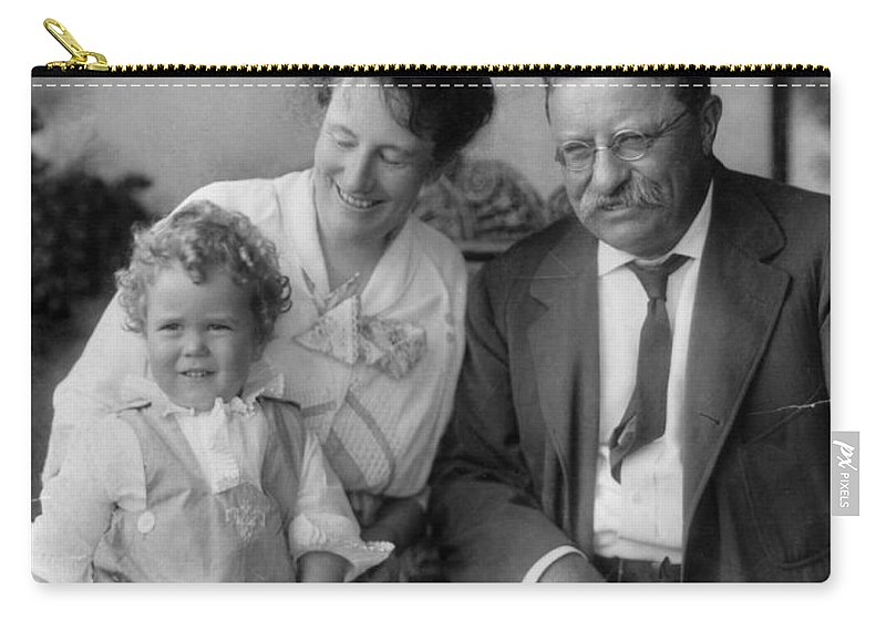 1915 Carry-all Pouch featuring the photograph Roosevelt Family, 1915 by Granger