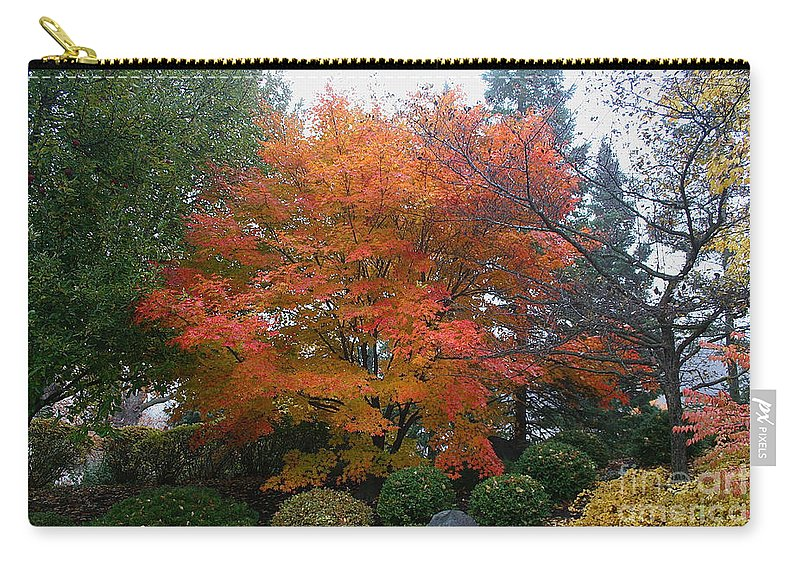 Outdoors Carry-all Pouch featuring the photograph Standout by Susan Herber