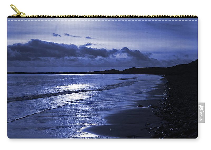 Druridge Carry-all Pouch featuring the photograph Sun At The Shore II by David Pringle