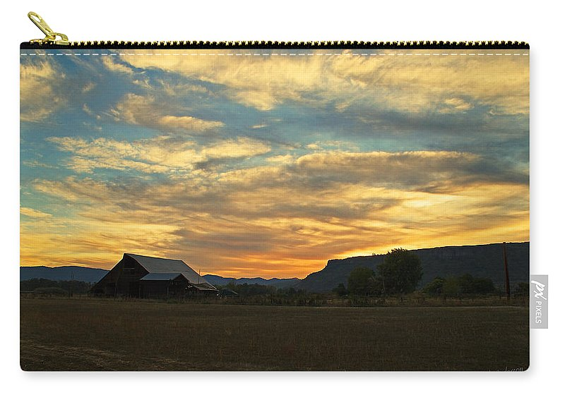 Table Rock Carry-all Pouch featuring the photograph Table Rock Sunset And Barn by Mick Anderson