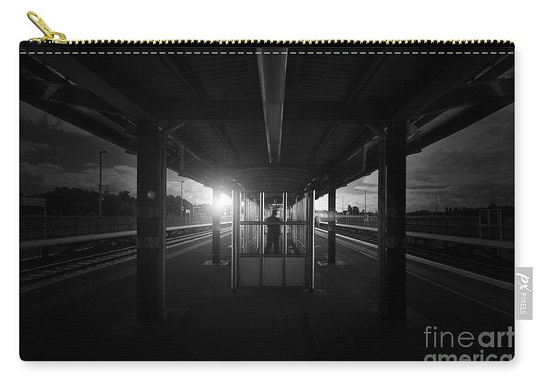 Yhun Suarez Carry-all Pouch featuring the photograph The Middle by Yhun Suarez