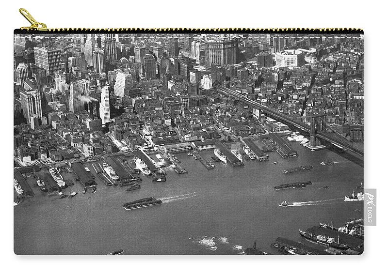 1920s Carry-all Pouch featuring the photograph Aerial View Of Lower Manhattan by Underwood Archives