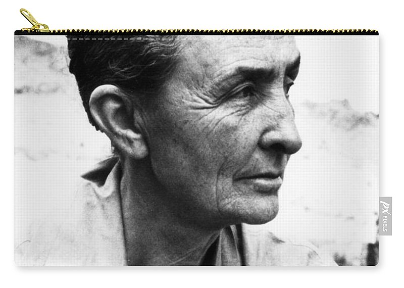 1962 Carry-all Pouch featuring the photograph Georgia Okeeffe (1887-1986) by Granger