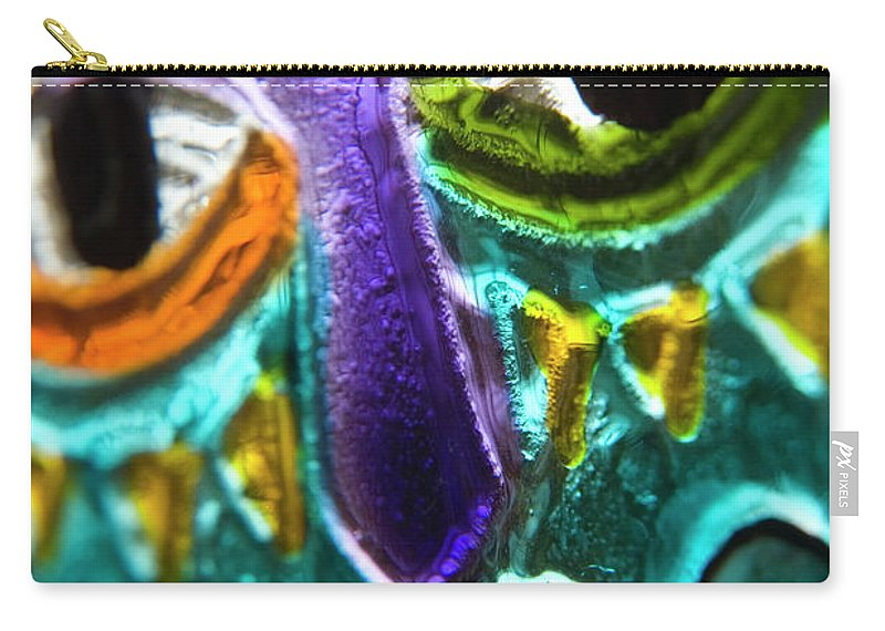 Glass Carry-all Pouch featuring the photograph Here's Looking At You by Jerry McElroy