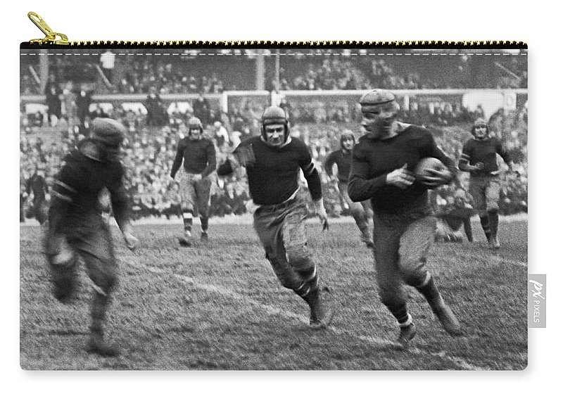 1920s Carry-all Pouch featuring the photograph 1923 Ny Giants Pro Game by Underwood Archives