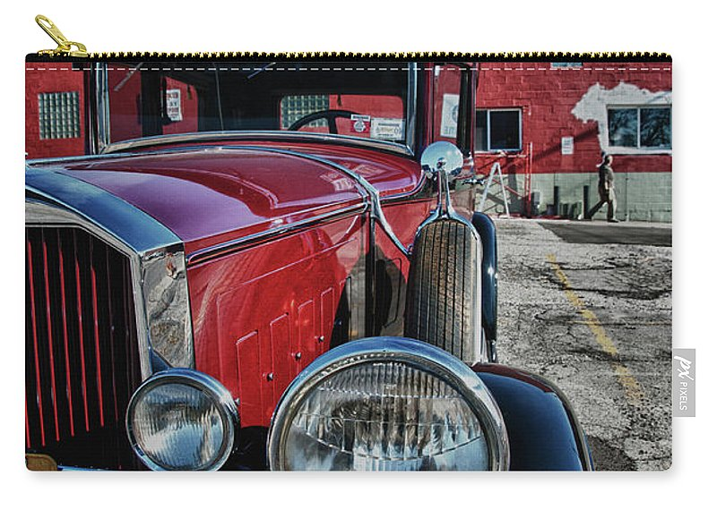 Antique Car Carry-all Pouch featuring the photograph 1931 Pierce Arow 3473 by Guy Whiteley