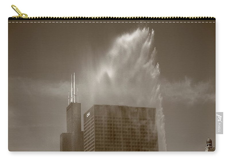 America Carry-all Pouch featuring the photograph Chicago - Buckingham Fountain by Frank Romeo