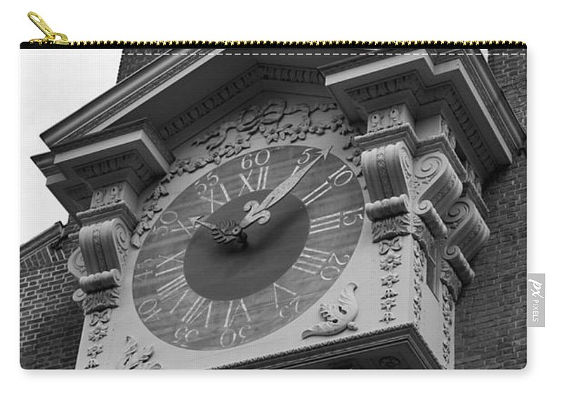 Independence Hall Carry-all Pouch featuring the photograph Independence Hall by Tommy Anderson