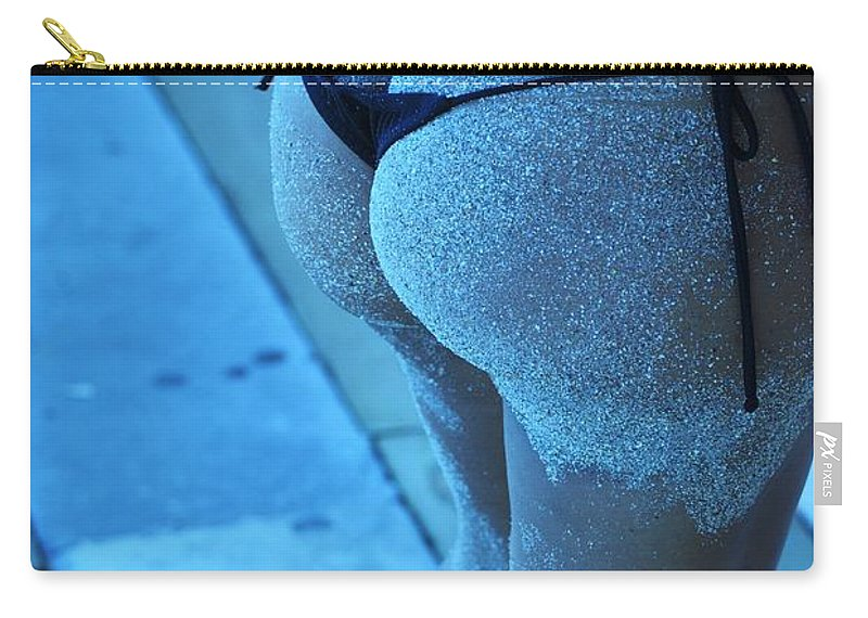 Cayan Carry-all Pouch featuring the photograph L W Thong by Rob Hans