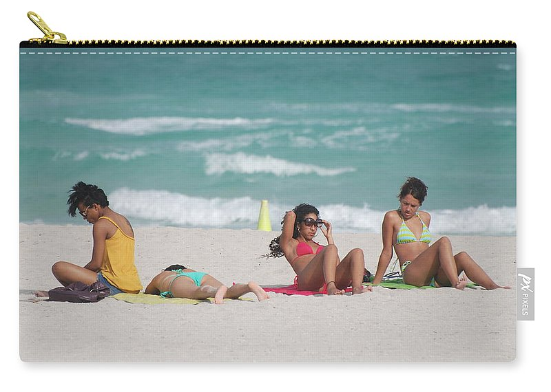 Sea Scape Carry-all Pouch featuring the photograph 3 Up 1 Down At The Beach by Rob Hans