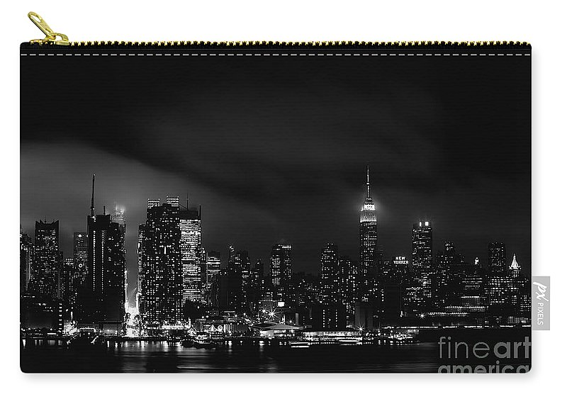 Nyc Carry-all Pouch featuring the photograph New Yorker by MingTa Li