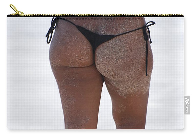 Portriat Carry-all Pouch featuring the photograph L W Thong by Rob Hans