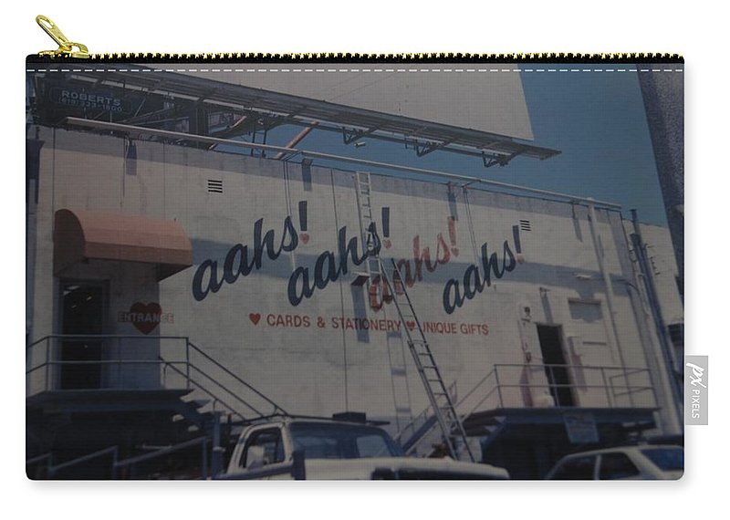 Architecture Carry-all Pouch featuring the photograph Aahs by Rob Hans