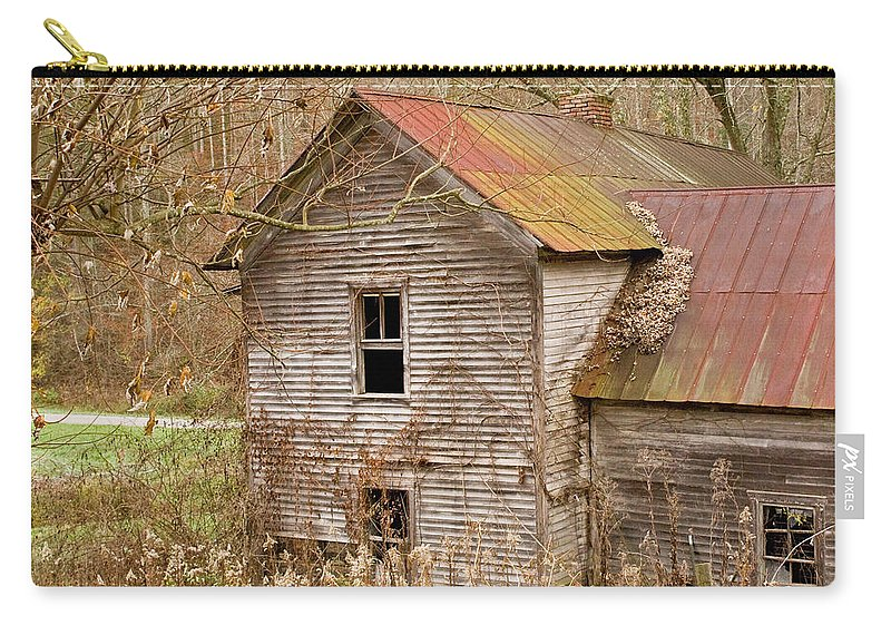 Abandoned Carry-all Pouch featuring the photograph Abandoned Farmhouse In Kentucky by Douglas Barnett