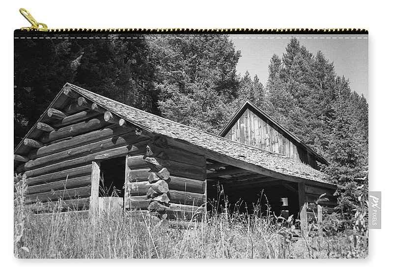 Cabin Carry-all Pouch featuring the photograph Abandoned Homestead by Richard Rizzo