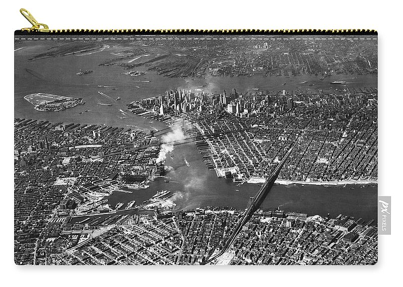 1930s Carry-all Pouch featuring the photograph Aerial View Of Lower Manhattan by Underwood Archives