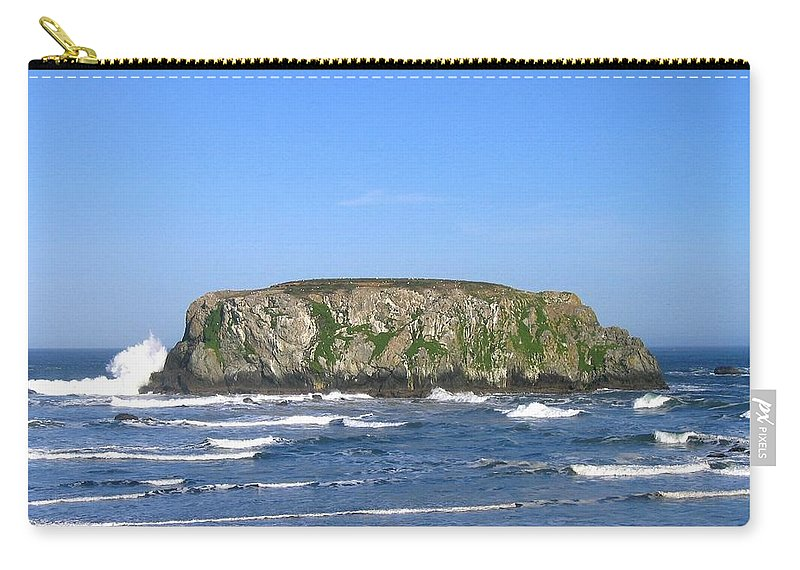 Table Rock Carry-all Pouch featuring the photograph Bandon 12 by Will Borden