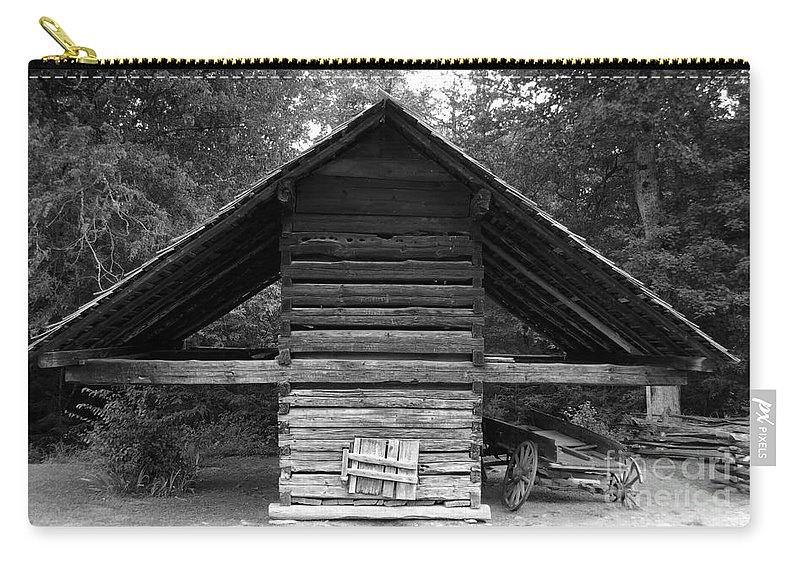 Barn Carry-all Pouch featuring the photograph Barn And Wagon by David Lee Thompson