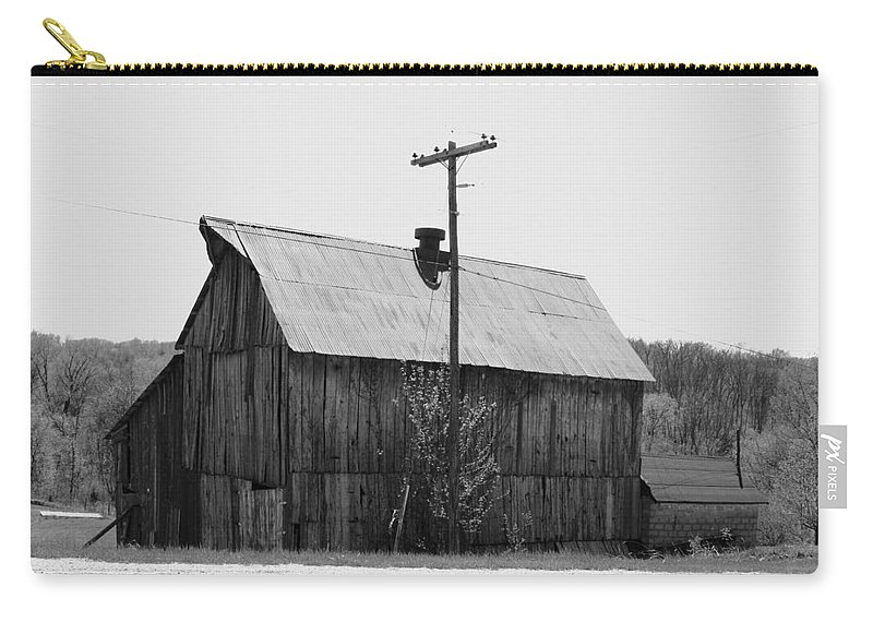 Barns Carry-all Pouch featuring the photograph Barn On The Side Of The Road by Angus Hooper Iii