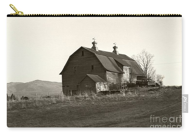 Barn Vermont Horizontal Carry-all Pouch featuring the photograph Barn Vermont Horizontal by Heather Kirk