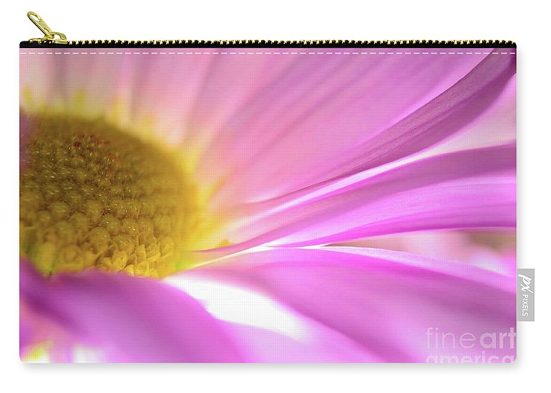 Daisy Carry-all Pouch featuring the photograph Beautiful Dreamer by Chad and Stacey Hall