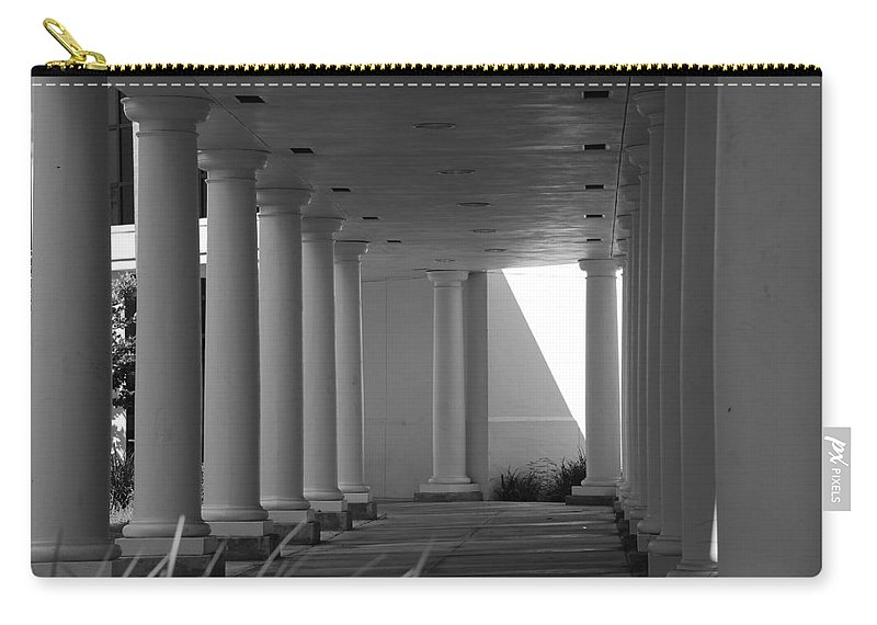 Black And White Carry-all Pouch featuring the photograph Breezeway by Rob Hans