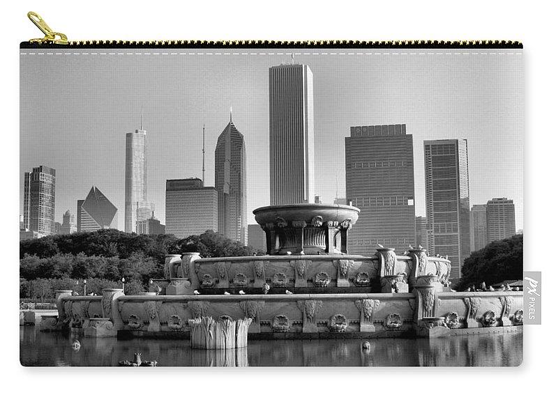 Buckingham Fountain Carry-all Pouch featuring the photograph Buckingham Fountain - 2 by Ely Arsha