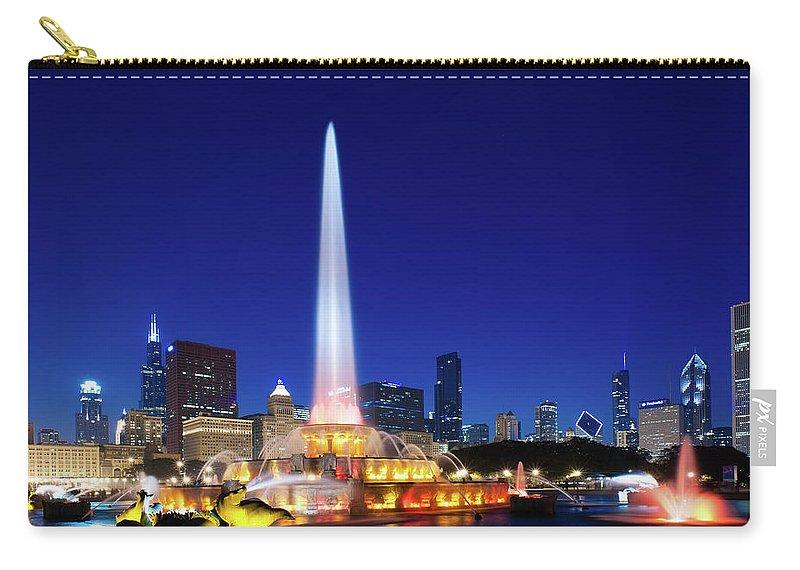 Buckingham Fountain Carry-all Pouch featuring the photograph Buckingham Fountain by Sebastian Musial