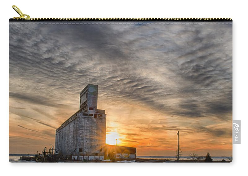 Buffalo Carry-all Pouch featuring the photograph Cargill In The Sun Flare by Guy Whiteley