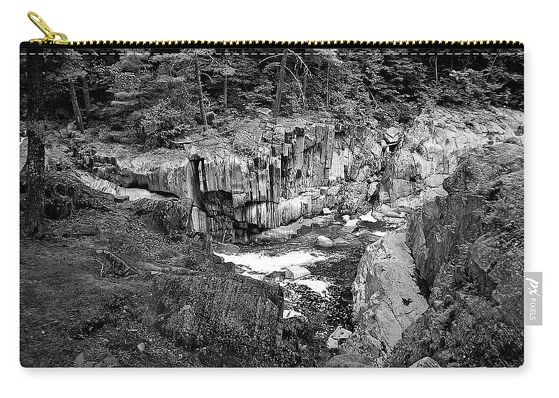 Maine Carry-all Pouch featuring the photograph Coos Canyon 1553 by Guy Whiteley