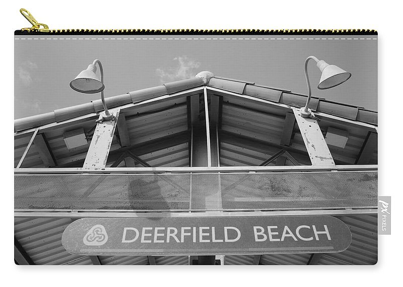 Black And White Carry-all Pouch featuring the photograph Deerfield Beach by Rob Hans