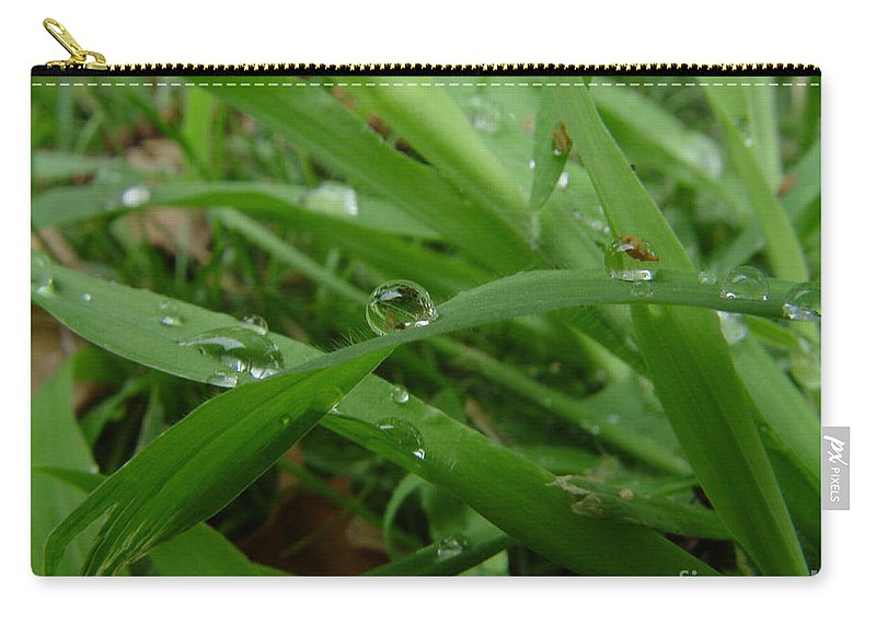 Water Droplet Carry-all Pouch featuring the photograph Droplets 01 by Peter Piatt